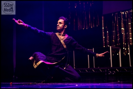 Award Winning British Contemporary Dancer Aakash Odedra performed for the audience and especially for his Guru Shiamak after nine years.