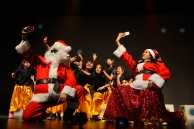 A selife was necessary for Santa Claus & Mrs. Claus on their Journey through Bollywood