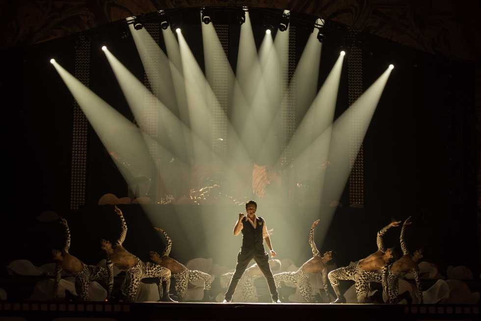 Shiamak performing at TOIFA, 2013.